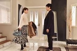 綾瀬はるか、西島秀俊/「奥様は、取り扱い注意」第8話より(画像提供:日本テレビ)