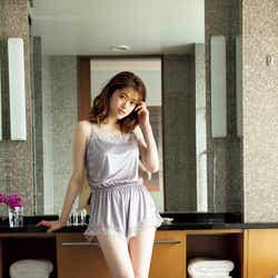 モデルプレス - 乃木坂46松村沙友理、色白美脚に釘付けの部屋着姿