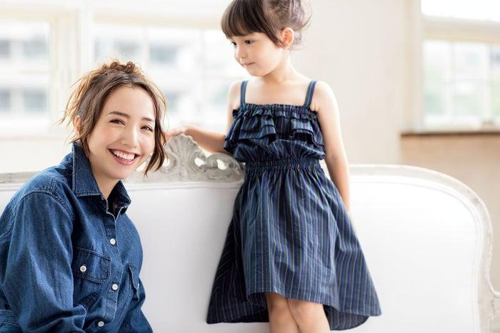 (左から)妊娠、出産、子育てを語った豊田エリー、スキリッパ スミレ(画像提供:セブン&アイ出版)
