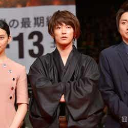 (左から)武井咲、佐藤健、藤原竜也
