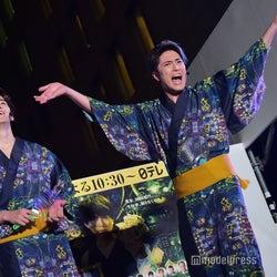 NEWSのライブに感化され、「2階席~!」と盛り上げる間宮祥太朗 (C)モデルプレス