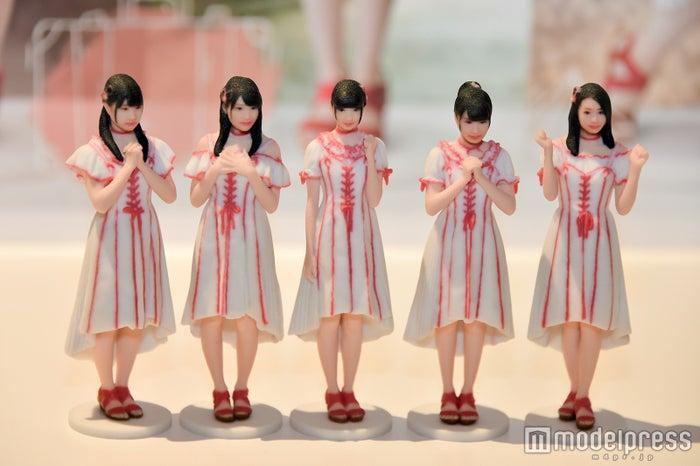 NGT48の3Dフィギュア/(左から)加藤美南、北原里英、荻野由佳、本間日陽、長谷川玲奈 (C)モデルプレス