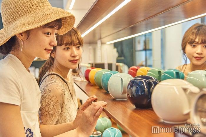 カラーバリエーション豊富なティーポット。紅茶はもちろん、中国茶を淹れるのも◎。(C)モデルプレス