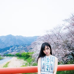 NGT48北原里英、アイドル生活最後のグラビア 妖艶ランジェリー姿も