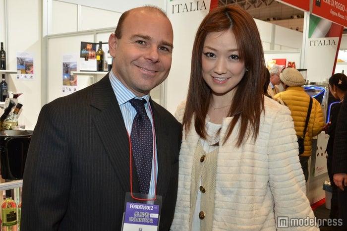 イタリア大使のAlfredo Maria Durante Mangoni氏と近藤しづか