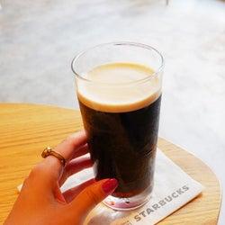 まるで黒ビール!スタバの店舗限定コーヒー「ナイトロコールドブリュー」