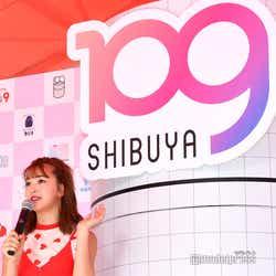 SHIBUYA109新ロゴと藤田ニコル(にこるん) (C)モデルプレス