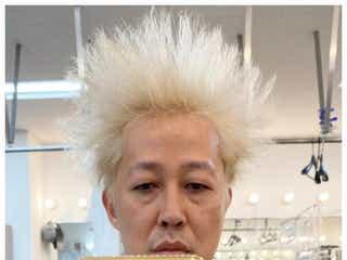 小籔千豊、金髪自撮りショットに「バック・トゥ・ザ・フューチャー?」などコメント続々