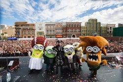 USJ×HYDEがコラボ、ハロウィン特別ライヴに1万人熱狂 仮装ミニオンと大盛り上がり