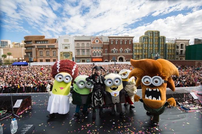 USJ×HYDEがコラボ、ハロウィン特別ライヴに1万人熱狂 仮装ミニオンと大盛り上がり/画像提供:ユニバーサル・スタジオ・ジャパン