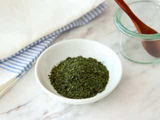 「ドライバジル」は加熱たった5分で作れる! バジルをムダなく使いきる調味料の作り方とアレンジレシピ