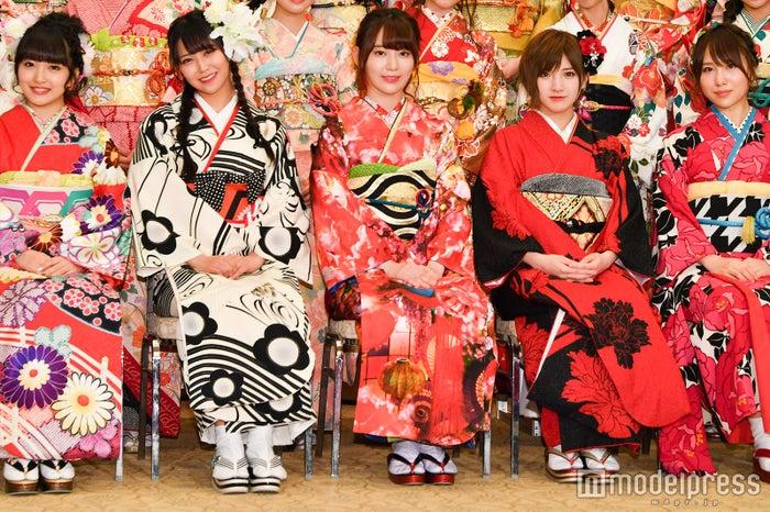(左から)向井地美音、白間美瑠、宮脇咲良、岡田奈々、高橋朱里 (C)モデルプレス