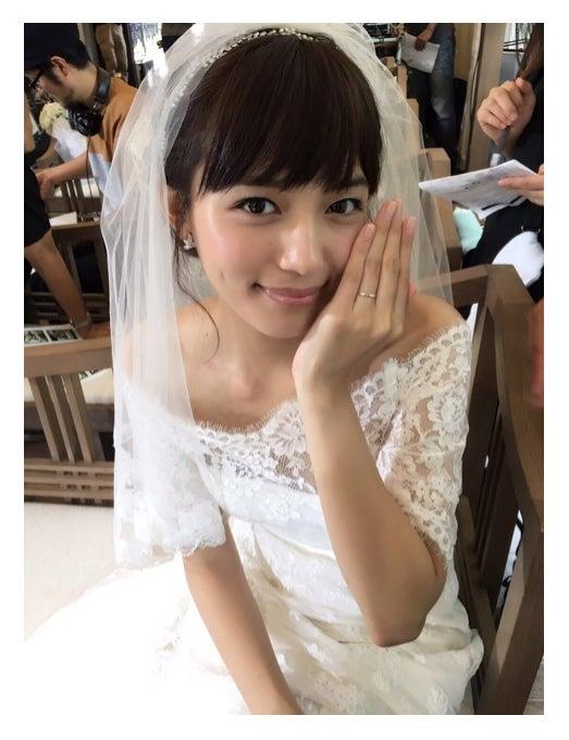 純白ウェディングドレスに身を包んだ川口春奈/オフィシャルブログ(Ameba)より