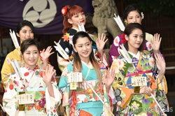 (前列左から)鷲尾伶菜、武部柚那、楓(後列左から)SAYAKA、須田アンナ、石井杏奈(C)モデルプレス