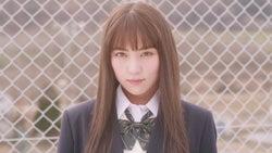 石川恋、制服姿で主演 自身初の試みを発表