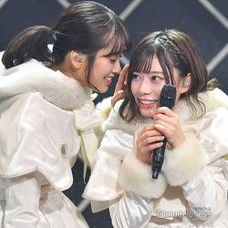 佐々木久美、東村芽依/「けやき坂46 ひらがなくりすます2018」(C)モデルプレス
