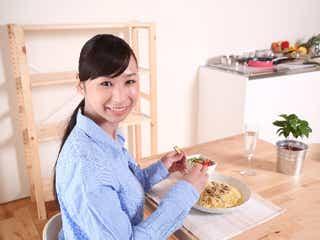 「ながら食い」はやめた方が絶対いい!「食べる量が増える」「味覚が鈍る」 蘭研究結果