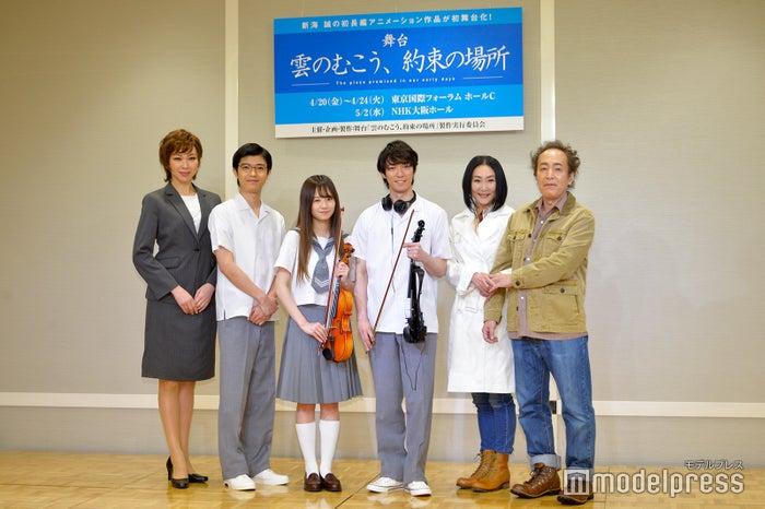 (左から)湖月わたる、高田翔、伊藤萌々香、辰巳雄大、浅野温子、松澤一之(C)モデルプレス