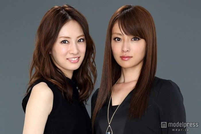 北川景子(左)、深田恭子(右)