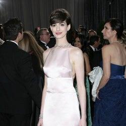 アン・ハサウェイ、アカデミー賞ドレスでパニック