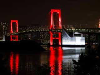 東京アラート発動でレインボーブリッジと都庁が赤く染まる インスタ映えで集まる野次馬も 緊急事態宣言の全面解除後、都内では再び新規感染者数が増加。「東京アラート」が発動された。