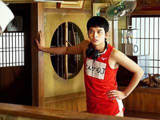 北村匠海「恥を捨てきった」わがままボディで渋谷爆走 山本舞香もお気に入りの映像公開<とんかつDJアゲ太郎>