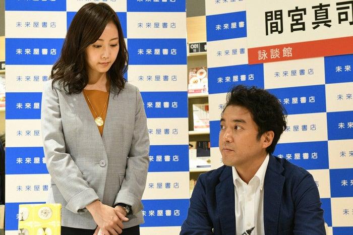木南晴夏、ムロツヨシ/「大恋愛~僕を忘れる君と」第5話より(C)TBS