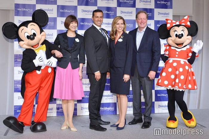 ミッキー、澤田智子氏、ラファ・バロン氏、マリリン・ウエスト氏、ジェフ・ヴァン・ランジェヴェルド氏、ミニー(C)モデルプレス(C)Disney