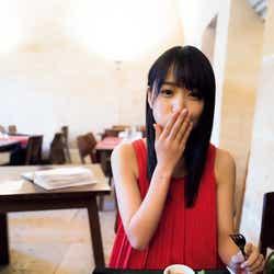 モデルプレス - 櫻坂46菅井友香、欅坂46時代の1st写真集「フィアンセ」初の重版決定