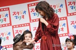 """前田敦子、子どもたちと共演で""""ママの顔"""" (C)モデルプレス"""