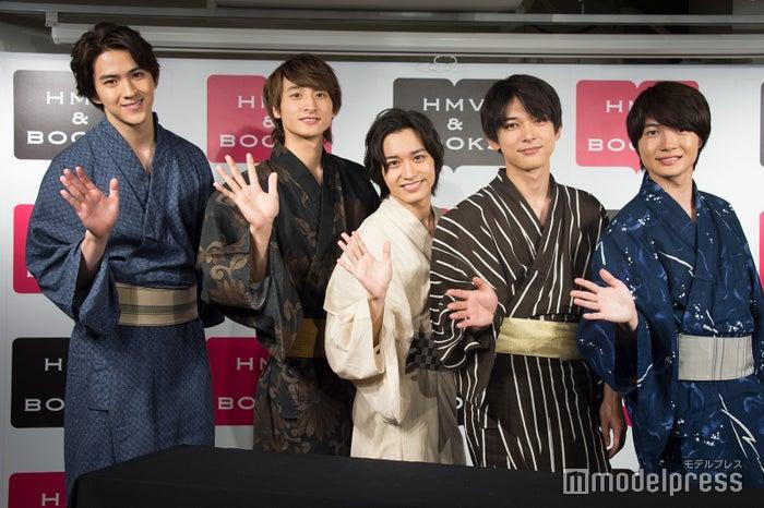 浴衣はそれぞれ好きな色を選んだとのこと (左から)甲斐翔真、小関裕太、松岡広大、吉沢亮、神木隆之介 (C)モデルプレス