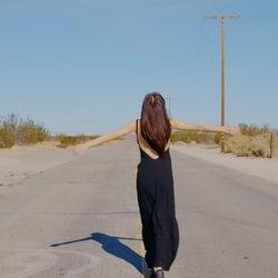 板野友美「Just as I am」MVより(画像提供:キングレコード)