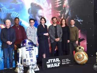 """『スター・ウォーズ』来日会見、レイの家族や出生の秘密は「明かされます!」C-3PO""""真の黒幕説""""も"""