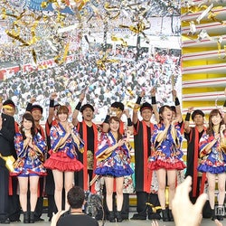 AKB48、美脚披露の浴衣姿お披露目「お台場夢大陸」開幕
