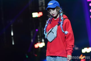 lol・hibiki、赤リップでクールなランウェイ トレンドファッション着こなし<TGC2017A/W>