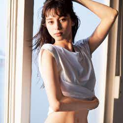 モデルプレス - 中条あやみ、縦線くっきり腹筋を披露 美ボディラインの秘訣は?