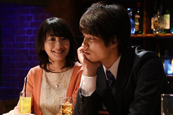 波瑠、鈴木伸之/「あなたのことはそれほど」第9話より(画像提供:TBS)