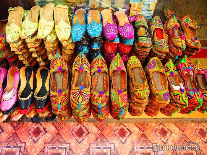 映画にも出てきた可愛いデザインの靴・バブージュ(C)モデルプレス