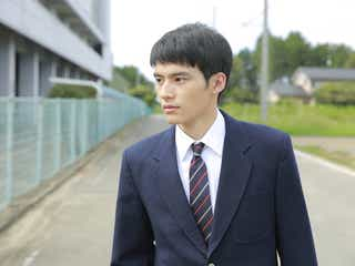 岡田健史、連続ドラマ初主演決定 超絶危険なSNSサスペンスに挑む<フォローされたら終わり>