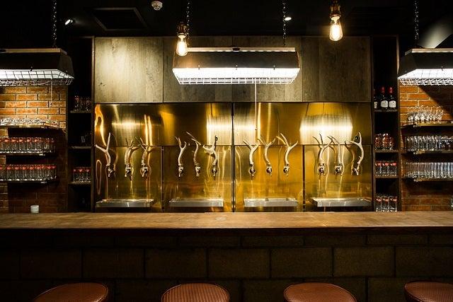 黄金色のビールサーバー/画像提供:SCHMATZ