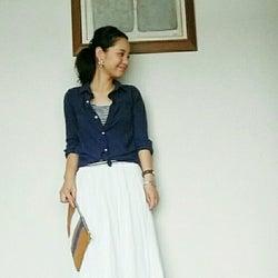 夏はリネンがおすすめ! ブルーのシャツでつくるコンフォートな大人コーデ