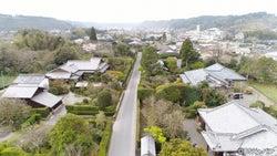 """薩摩半島武家屋敷の家並みを""""空から""""見てみると…"""