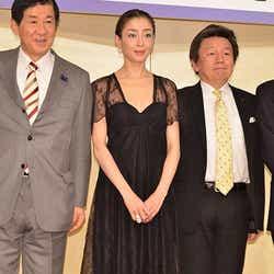 宮沢りえ(中央)/(C)モデルプレス