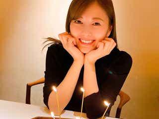 """乃木坂46白石麻衣、""""彼女感""""溢れる神ショットで50万部突破をお祝い<パスポート>"""