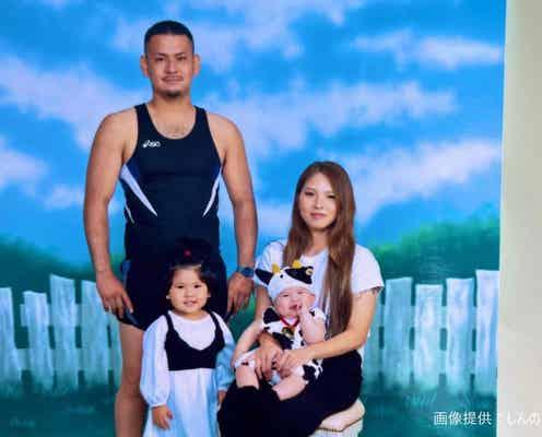 子供の「100日祝い」記念撮影に… とんでもない格好で登場したお父さんが話題