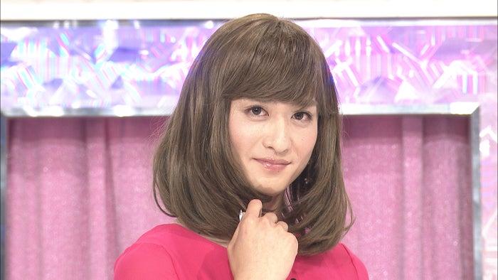 女装姿を初披露したブリリアン・ダイキ/「金曜★ロンドンハーツ」より(C)テレビ朝日
