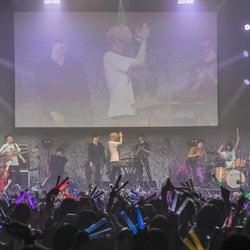 超特急×WEAVERがスペシャルコラボ 生バンドの「HOPE STEP JUMP」・ユースケ歌唱・ガリガリ対決まで!<超フェス1日目>