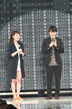 (左から)筧美和子、吉沢亮/「東京ランウェイ 2015 SPRING/SUMMER」