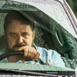 <ホラー映画ナビ>ラッセル・クロウが恐すぎ! あおり運転男が大暴走『アオラレ』【歴代アオラレ映画付き】