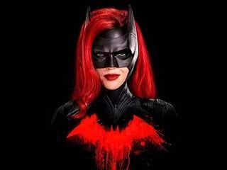 バットマンのイトコが活躍!英雄不在のゴッサム・シティに現れた女性ヒーロー『Batwoman』